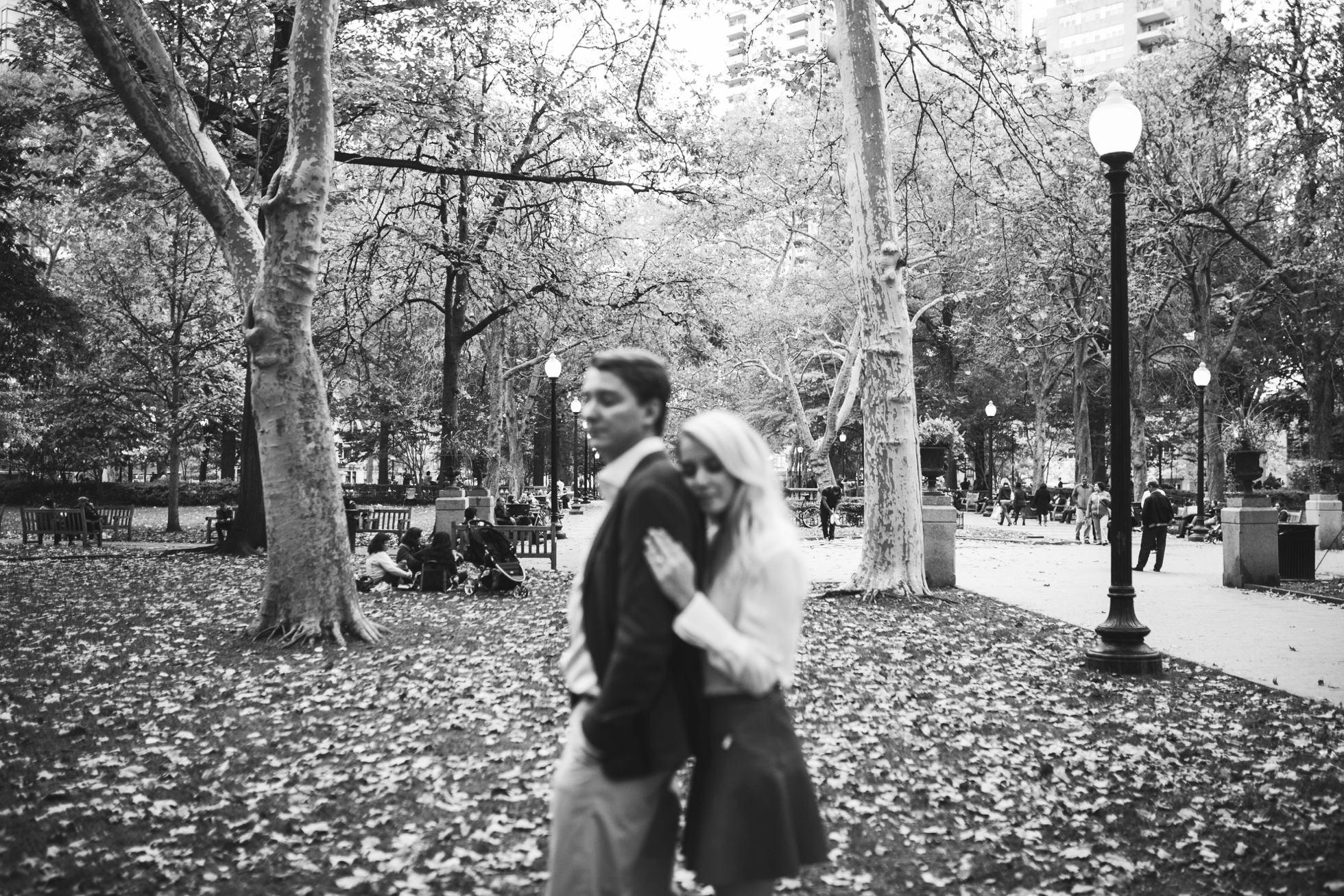 Jessica & Tim - Trendy Preppy Rittenhouse Parc Engagemenent 11