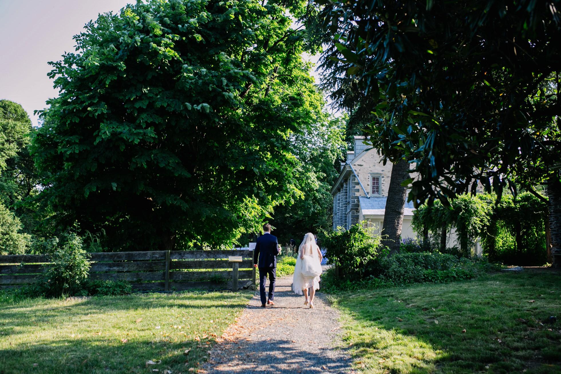 Romantic Bartram's Garden Outdoor Summer Wedding, Philadelphia | brittneyraine.com 058