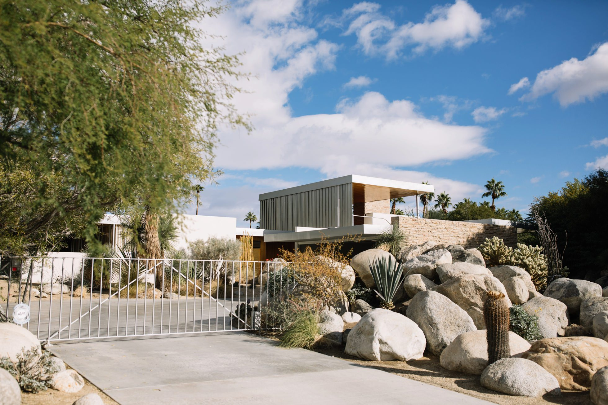 0031-palm-springs-ca-midcentury-modern-architecture-homes