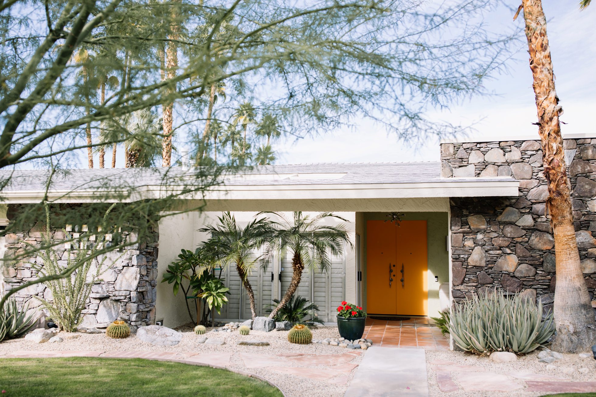 0033-palm-springs-ca-midcentury-modern-architecture-homes