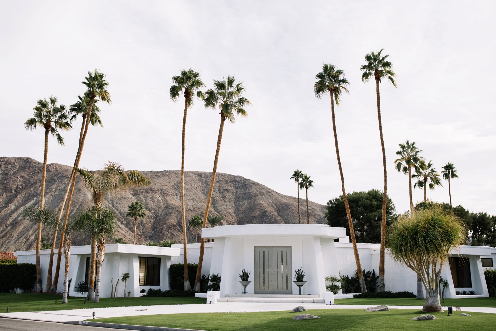 0038-palm-springs-ca-midcentury-modern-architecture-homes