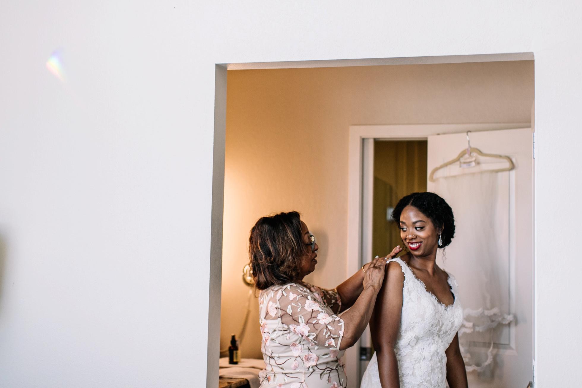 Bride getting ready wedding photos