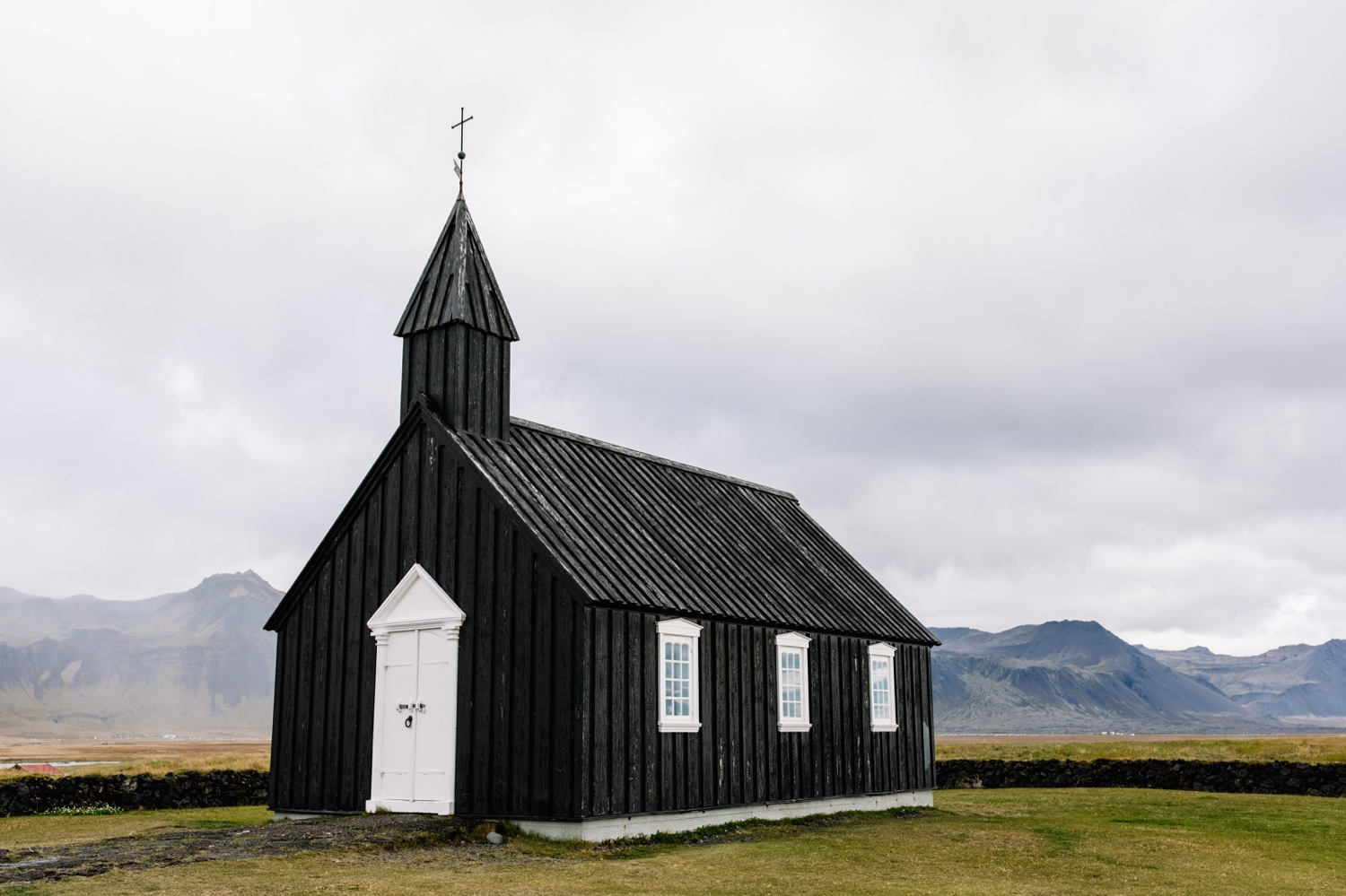 Budir black church Iceland - elopement destination photographer