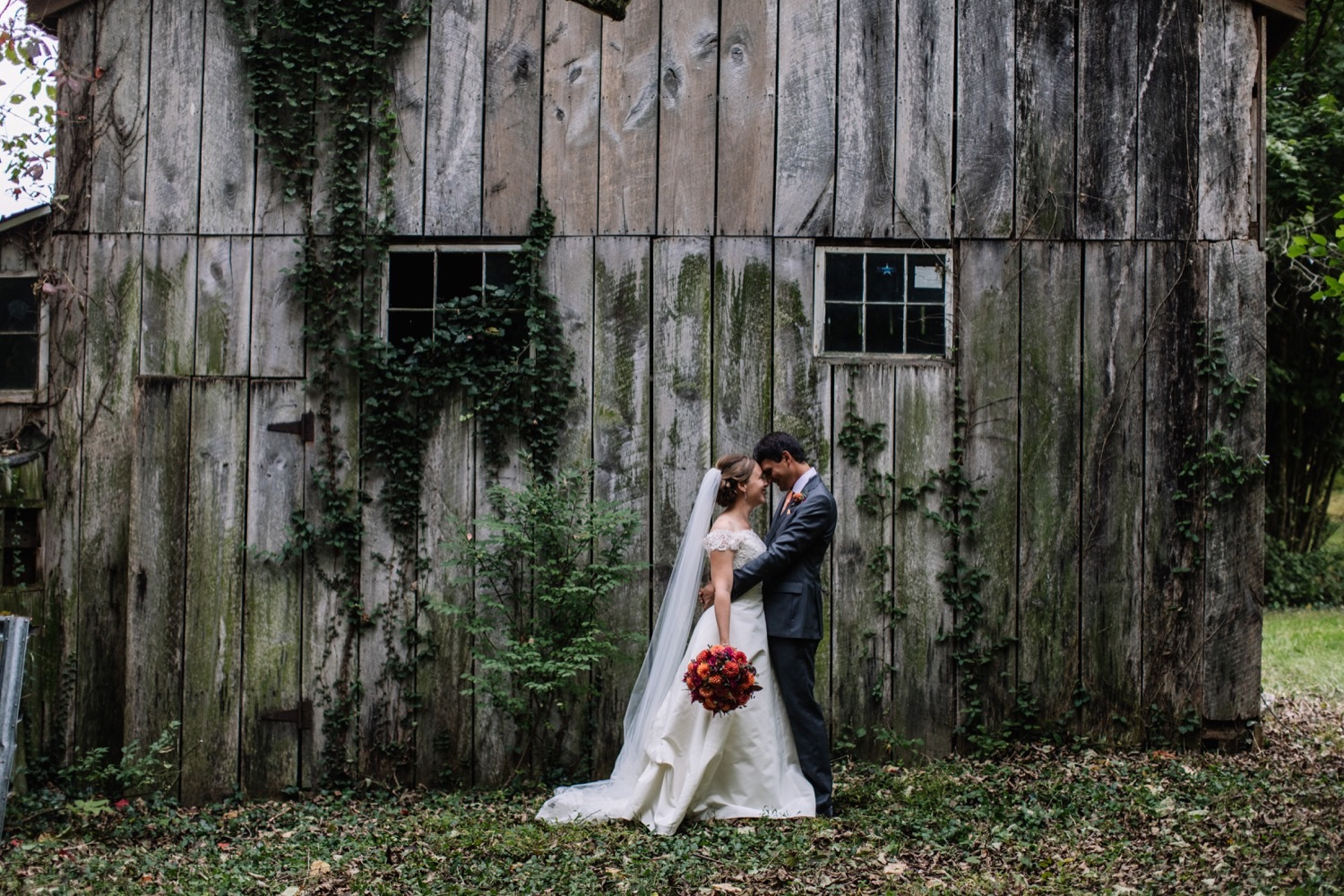 Abandoned Barn Wedding Photos